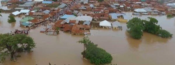 BIG ONE MONDIAL IMMINENT ET FIN DE VIE SUR TERRE ! ARRIVEE DE NIBIRU :Des inondations massives  au moins 20 morts dans la capitale Lagos, Nigeria