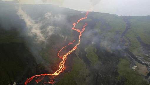 BIG ONE MONDIAL IMMINENT ET FIN DE VIE SUR TERRE ! ARRIVEE DE NIBIRU :Le volcan de la Réunion en éruption pour la troisième fois de l'année