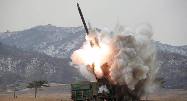 3 GUERRE MONDIAL 2017 EN MARCHE : La Corée du Nord tire un missile qui tombe dans la zone économique exclusive japonaise