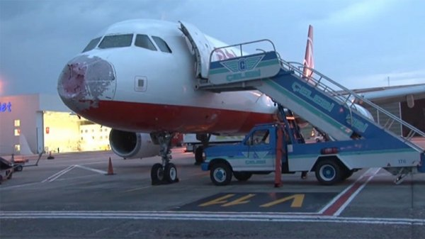 BIG ONE MONDIAL IMMINENT ET FIN DE VIE SUR TERRE ! ARRIVEE DE NIBIRU :Un orage d'une rare violence s'abat sur l'aéroport d'Istanbul endommageant plusieurs avions