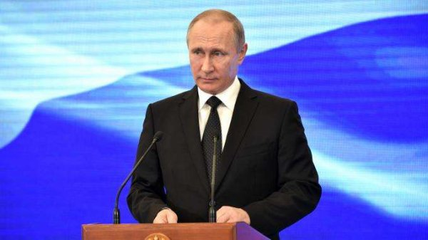 3 GUERRE MONDIAL 2017 EN MARCHE :En réponse aux sanctions de Washington, Vladimir Poutine ordonne à 755 diplomates américains de quitter la Russie