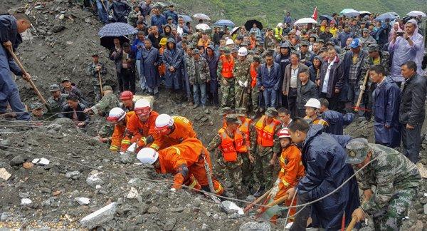 BIG ONE MONDIAL IMMINENT ET FIN DE VIE SUR TERRE ! ARRIVEE DE NIBIRU :Le séisme en Chine aurait fait des centaines de morts, 24.000 maisons endommagées