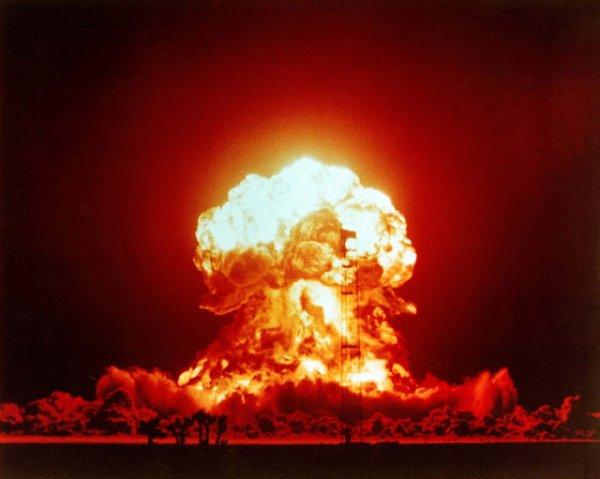"""3 GUERRE MONDIAL 2017 EN MARCHE :Journaux britanniques, des médias de masse: """"Préparation à l'Armageddon: comment se préparer à la Troisième Guerre mondiale et quoi faire s'il y a une attaque nucléaire (le guide officiel de survie)"""""""