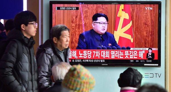 3 GUERRE MONDIAL 2017 EN MARCHE :Kim Jong-un ordonne à ses troupes d'être prêtes à effectuer une frappe à tout moment