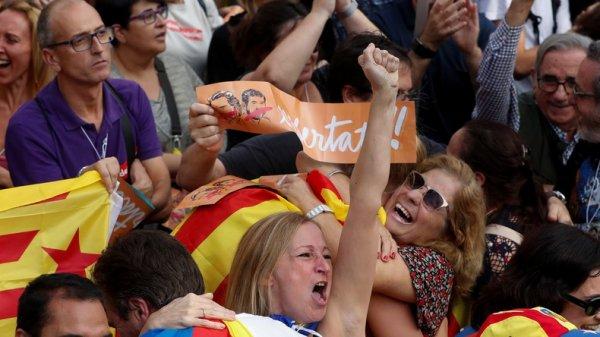 REVOLUTION ESPAGNOL : ORDO AB CHAOS : Face à la menace de l'article 155, le parlement catalan déclare l'indépendance de la région