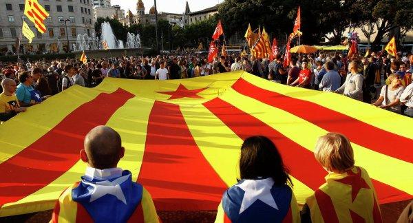FIN DE LA FRANCE EN MARCHE ET FIN DES NATIONS D EUROPE : ORDO AB CHAOS : La Corse exprime sa solidarité avec la République catalane