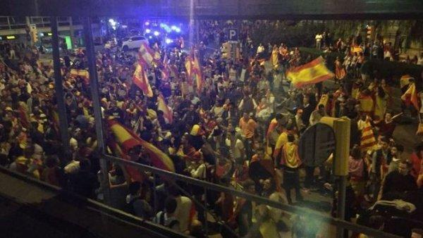 REVOLUTION ESPAGNOL : ORDO AB CHAOS : Un groupe d'unionistes attaque la radio catalane