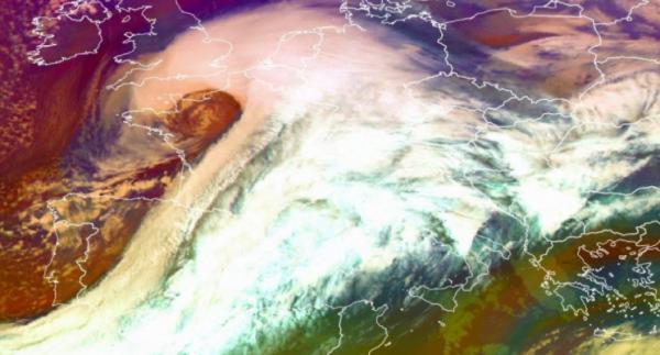 BIG ONE MONDIAL IMMINENT ET FIN DE VIE SUR TERRE ! ARRIVEE DE NIBIRU : Tempête Ana : 120 000 foyers sont privés d'électricité dans l'ouest de la France
