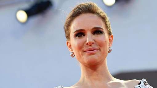 LE NOUVEL ORDRE MONDIAL TREMBLE ! LE REVEIL DE LA FORCE EST EN MARCHE : SHOWBIZ PEOPLE NATALIE PORTMAN Natalie Portman boycotte une cérémonie en son honneur