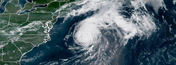 """BIG ONE MONDIAL IMMINENT ! ARRIVEE DE NIBIRU : L'ouragan """"Chris"""" atteint la catégorie 2, en direction de l'est du Canada"""