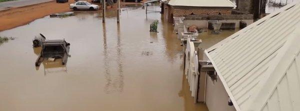BIG ONE MONDIAL IMMINENT ! ARRIVEE DE NIBIRU : Plus de 100 personnes ont été tuées après les inondations généralisées qui ont frappé le Nigeria
