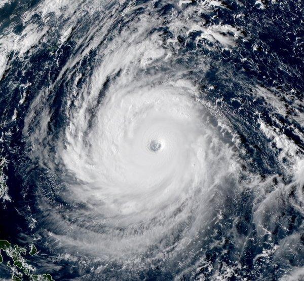 "BIG ONE MONDIAL IMMINENT ! ARRIVEE DE NIBIRU : Le super typhon ""Trami"" menace les îles Ryukyu et Taïwan"