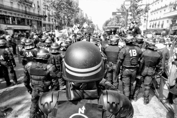 NOUVEL ORDRE MONDIAL SATANIQUE : POLICE DE VICHY : DICTATURE : Le ministère de l'Intérieur commande en masse des munitions pour fusils d'assaut et des grenades de désencerclement