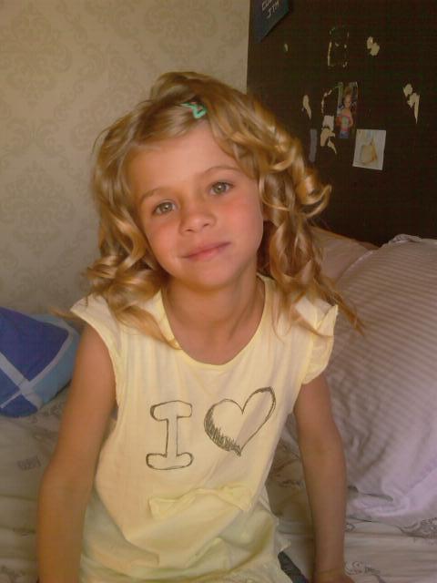 (l) Ma fille Norma avec ses cheveux friser (l)