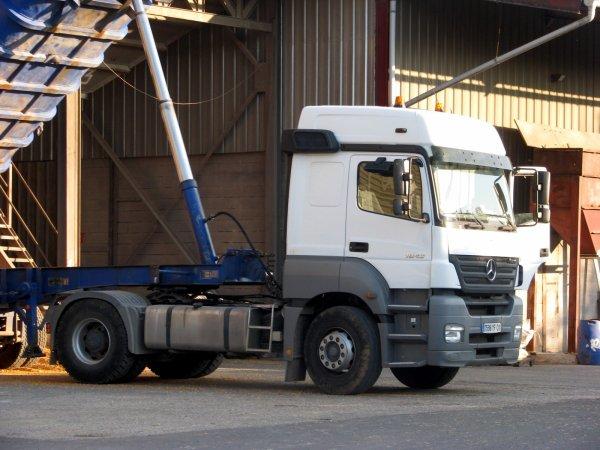 Camion du tonton, et oui sava mieux que avec les benne a tracteur ;)
