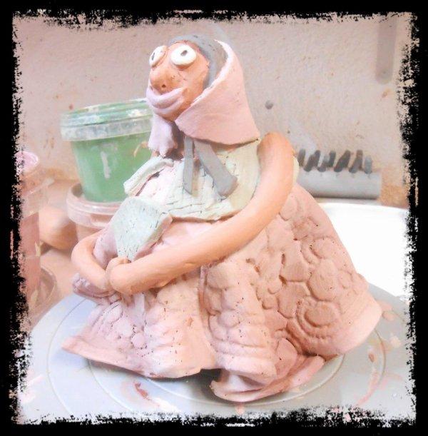 marraine de contes de fées en argile (aprés engobage, avant émaillage)