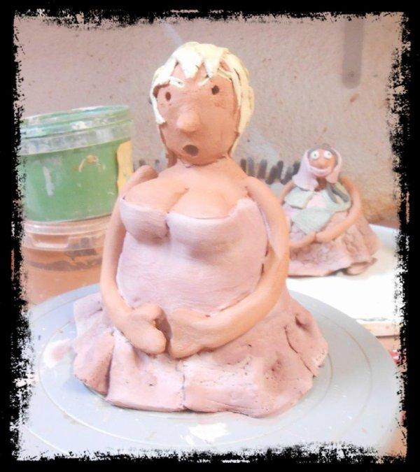 Grosse dame en Argile (aprés engobage, avant émaillage))