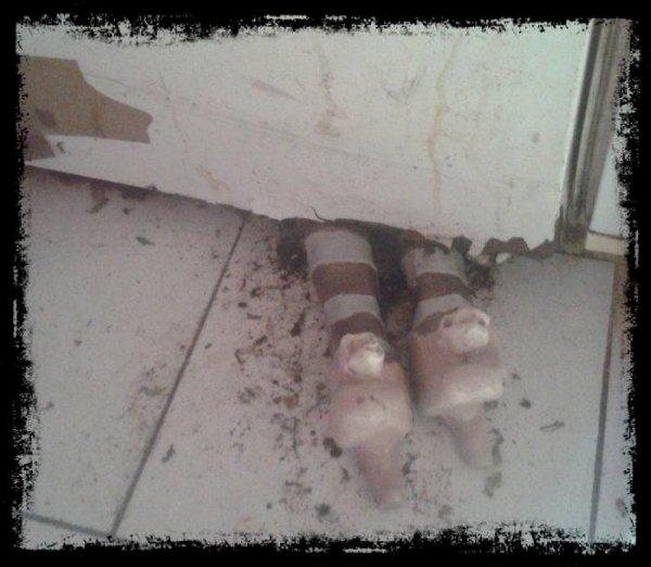 Cales porte (frigo) argile genre scéne de crime