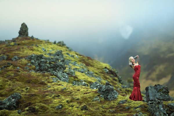 """Photographer Captures Dramatic Figures On An Icelandic Landscape"""