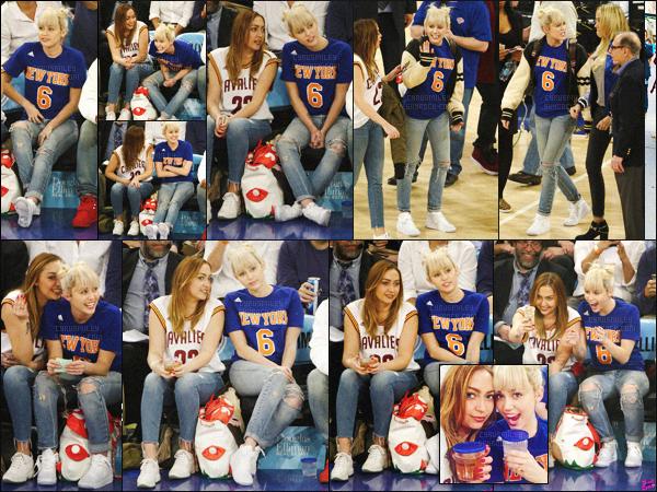 - 26/03/16 - Mil' a été photographiée au côté de sa s½ur au  Knicks V. Cavaliers Game situé à ▬ New-York. C'est au côté de sa grande s½ur Brandi Cyrus, que Miley Cyrus à été photographiée par les paparazzis présent dans le gymnase.  -