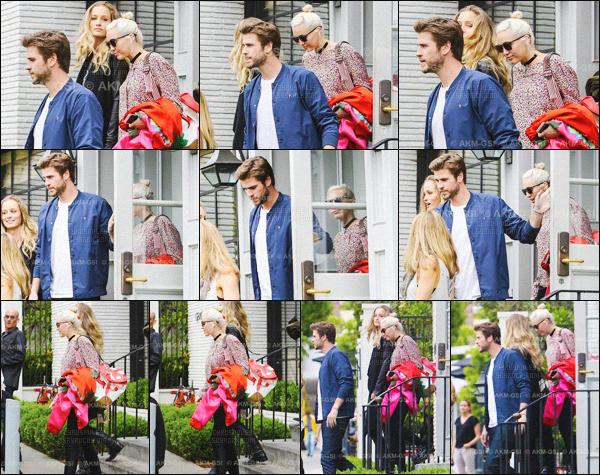 - 09/04/16 - Miley Cyrus, à été photographié avec son copain Liam Hemsworth, sortant d'un resto situé à ▬ L.A Malheureusement pour le premier candids 2016 du couple, nous avons droit à des photos de mauvaises qualité rhhhh. Miam is back !  -
