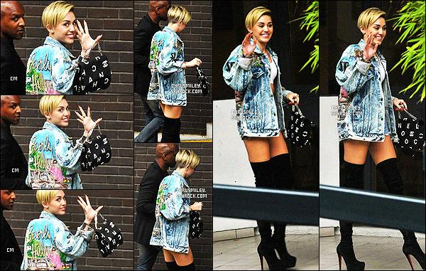 - 11/09/13 - Miey Cyrus a été photographiée avec son garde du corps, arrivant à un hôtel se situant à ▬ Londres. Toujours en compagnie de ses fidèles jambières et de son sac Chanel, c'est une tenue que j'aime beaucoup que Miley nous offre, gros top.  -