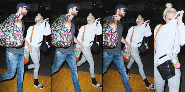 - 03/05/16 - Miley Cyrus et Liam Hemsworth main dans la main (omg) ont été photographiés à l'aéroport LAX.Les rumeurs sont confirmées, le couple Miam est officiellement de retour. On attend impatiemment un ptit selfie du couple! Top ou Flop?-