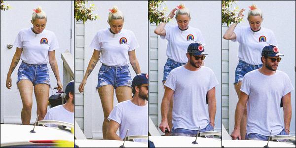 - 28/04/16 - Miley et Liam Hemsworth ont été photographiés quittant un resto où la famille de Liam était présente.C'est en Australie que les deux tourtereaux (d'ailleurs pas très souriants) ont été aperçus. Puis M' (photo de gauche) s'est accordé une pause shopping !-
