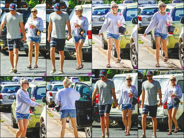 - 29/04/16 - Miley Cyrus au côté de son boyfriend Liam Hemsworth ont été photographiés quittant un restaurant.C'est en Australie que les deux tourtereaux ont été aperçus. J'aime beaucoup la tenue de Miley Cyrus et de Liam H'. Un joli top pour cette sortie !-