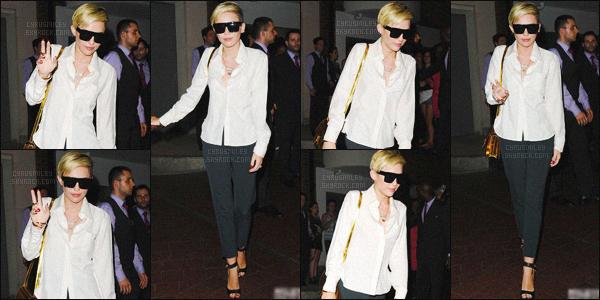 - 19/07/13 - Miley Cyrus a été photographiée avec son garde du corps, sortant de son hôtel situé à ▬ Londres. Fidèle à elle-même, c'est une Miley très souriante qui s'est montrée, elle a également pris le temps, de prendre des photos avec des fans.  -