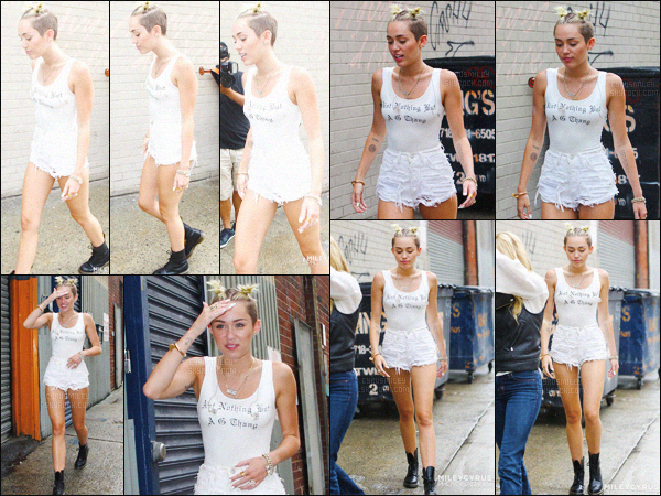 - 22/08/13 - Miley Cyrus a été photographiée avec une amie se baladant dans les rues de Brooklyn, situé à ▬ L.A.Niveau tenue, queen Cyrus portait ce jour-là un short blanc, un tee-shirt blanc avec des Doc Martens noires, je lui accorde un gros top.  -