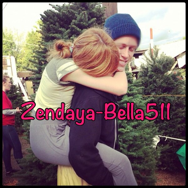 Kailey Swanson + Jonas Brothers'concert + Bella's tweet + 2 millions +Chritmas Tree !!!