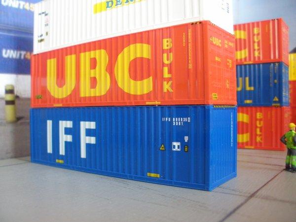 Début de nt plate-forme de stokage containers citernes et 3O' Bulks (1/87em)
