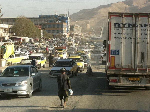 La route de l'Afghanistan +Vitrines de présentations des nouveaux models de la collection