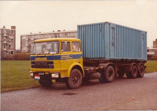 Le transport de containers des années 7O, début 8O, ce samedi départ pour Jabeeke les photos demain ou lundi.
