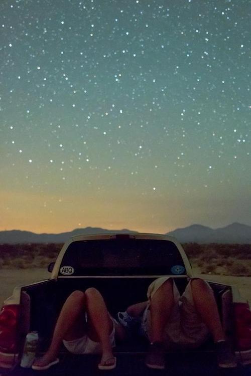 On ne m'ôtera pas l'idée qu'il faut avoir un petit coin de sa tête accroché dans les étoiles.