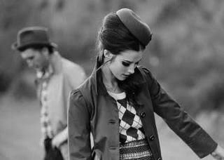 L`amour naît dans un regard, grandit dans le coeur et se termine dans les larmes. <3