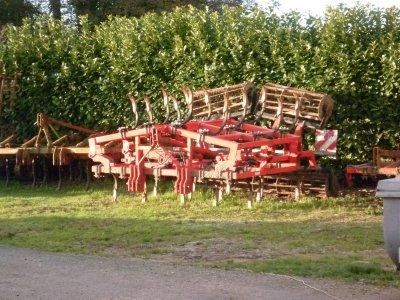 Stage 2010      j'ai fais mon stage dns une ferme qui fait élevage culture et une partie ETA