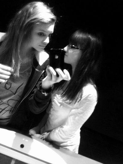 « ` Une ami c'est aussi important qu'une vie. ♥