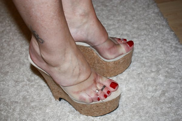 mes pieds (vernis rouge)
