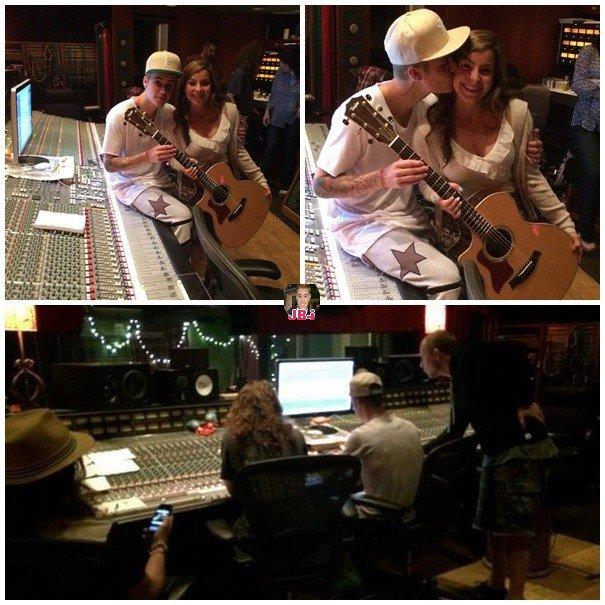 Justin sortant d'un tribunal- Justin en Studio.