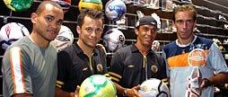 Archives: Alex Dias, ici aux côtés de Correa, Washington et Paulo Baier, représentant la marque Umbro !