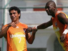 Alex avec son ami Somalia sous le maillot de Fluminense.