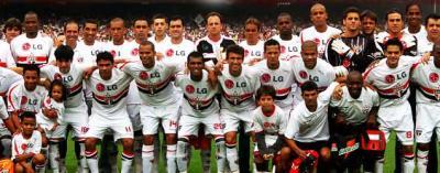 São Paulo: champion du Brésil (au premier rang, de gauche à droite, les 3ème et 4ème sont Alex Dias et José Aloïsio)