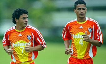 Alex Dias à l'entraînement aux côtés de Cicero.
