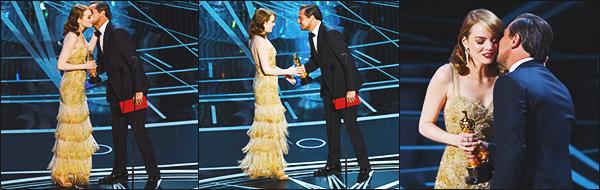 """► 26/02/17 ▬ Emma Stone était présente aux oscars à Los Angeles, elle était nominé pour le film Lalaland Emma était sublime dans sa robe,c'est avec grand bonheur  qu'elle à gagner l'oscar de la """"Meilleure Actrice""""!"""