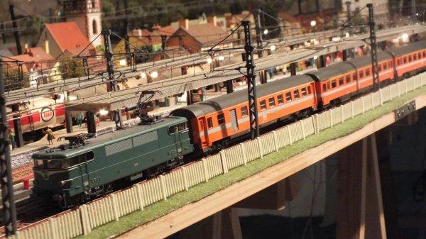 BB 9288 Roco et wagons Eurofima