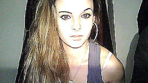 ~ Sache que même si les roses ont des épines, les tiennes ne me feront jamais souffrir puisqu'elles n'atteindront jamais mon coeur . Mais le tien parcontre j'peux en faire un Maleur . Femme de caractere &é fier Rey