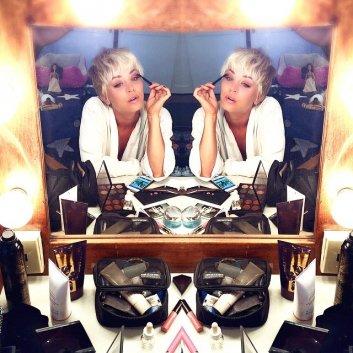 Kaley Cuoco a fait un nouveau photoshoot hier (images de Twitter et Instagram)