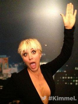 Kaley Cuoco dans le Jimmy Kimmel Live le 18 septembre